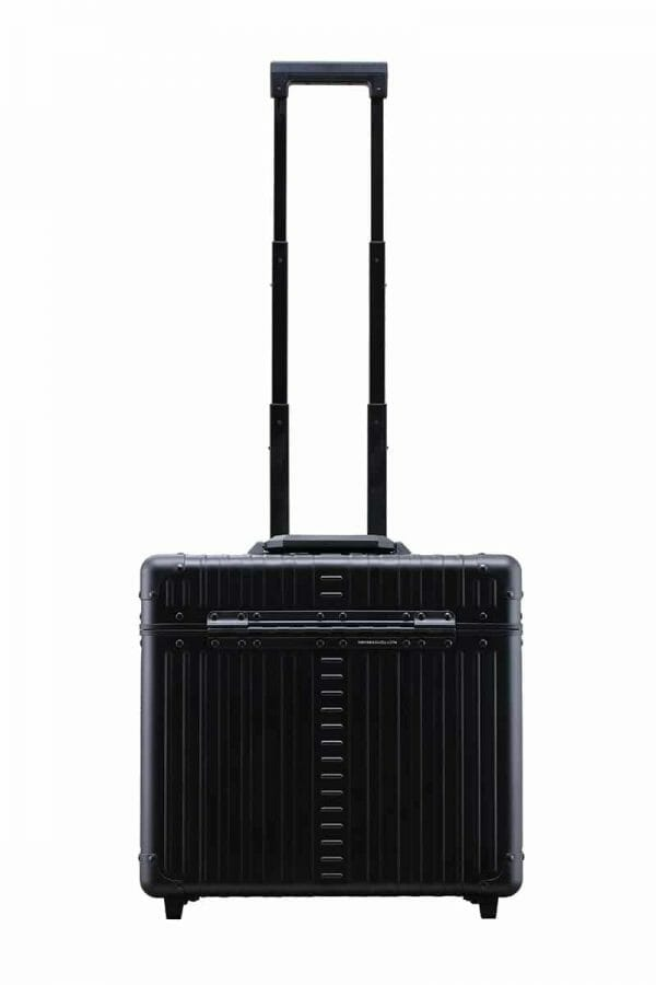 Black-front-of-rolling-aluminum-pilot-case